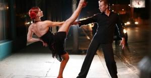 salsa_dance_night_couple_street